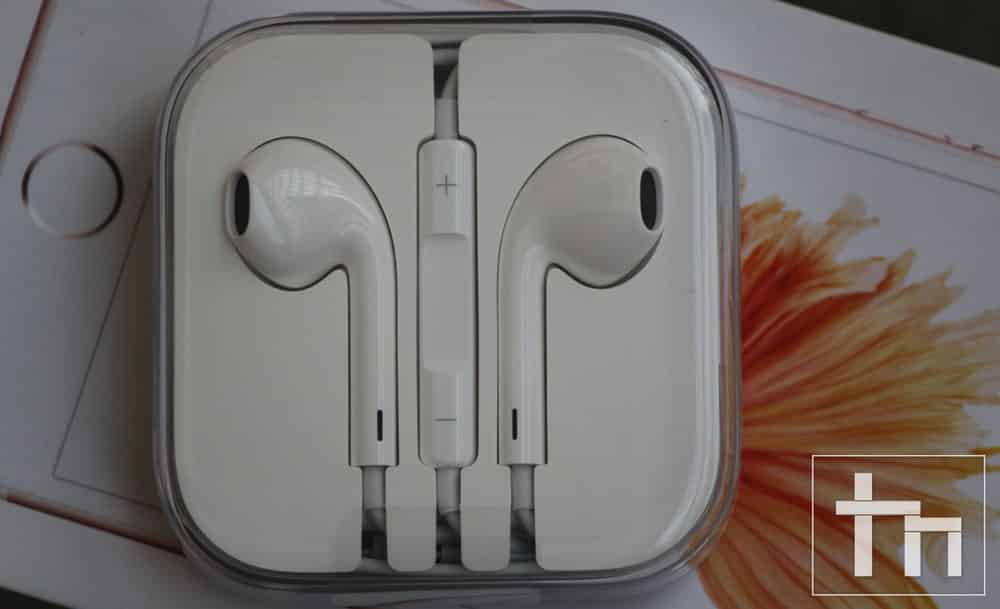 Apple-Headphone-1