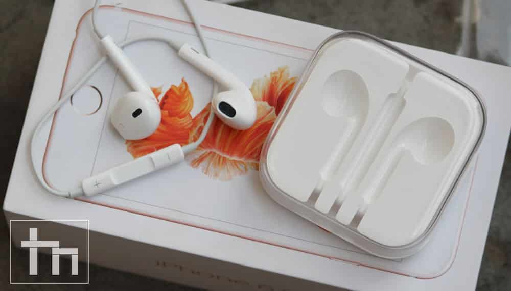Apple-Headphone-2